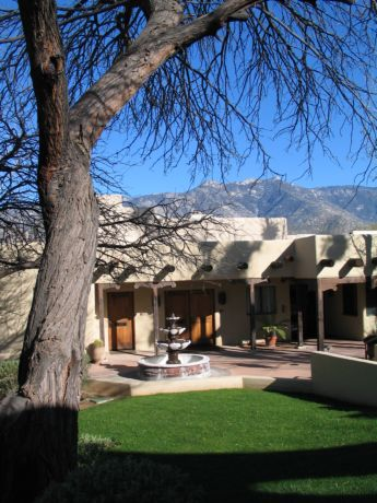 Desert, mountains, accommodations and philosophy make MiravaL a retreat