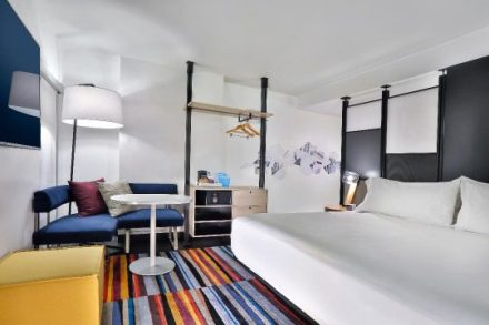 Aloft Chicago Mag Mile goes for modern art decor (Aloft photo)