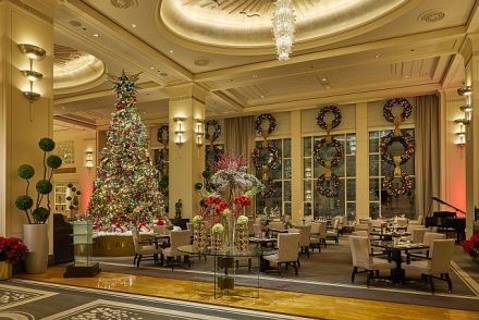 Peninsula lobby decked out for the holidays. (Peninsula photo)